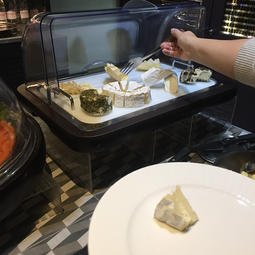 Breakfast buffet Hotel Le 123 Sebastopol - Astotel