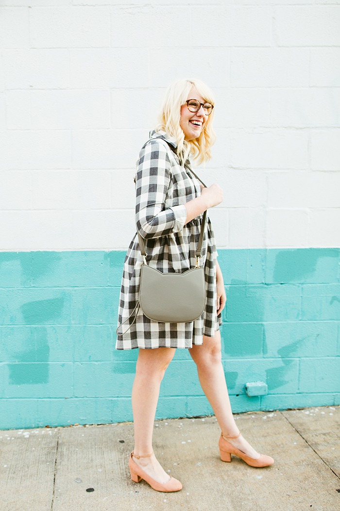 writes like a girl asos gingham smock dress blush block heels3