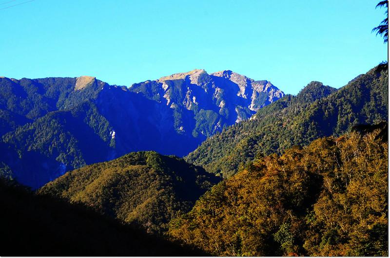 卡拉寶下農場西南眺奇萊主山北峰