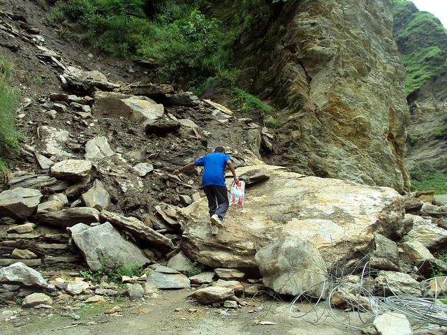 पहाड़ी क्षेत्रों में भूस्खलन
