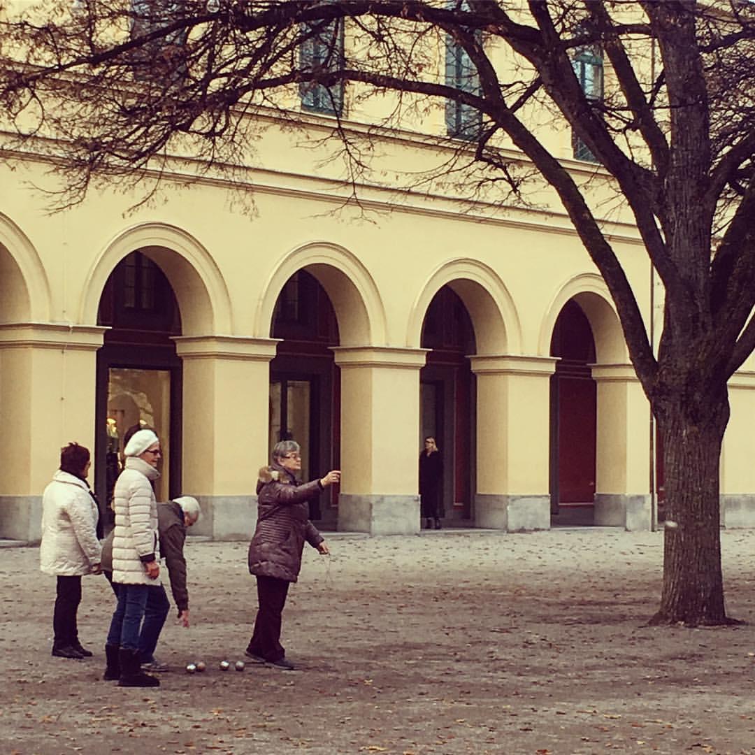 Pétanque // Народная примета - если я в будний день гуляю в Hofgarten, значит, я только что от парикмахера