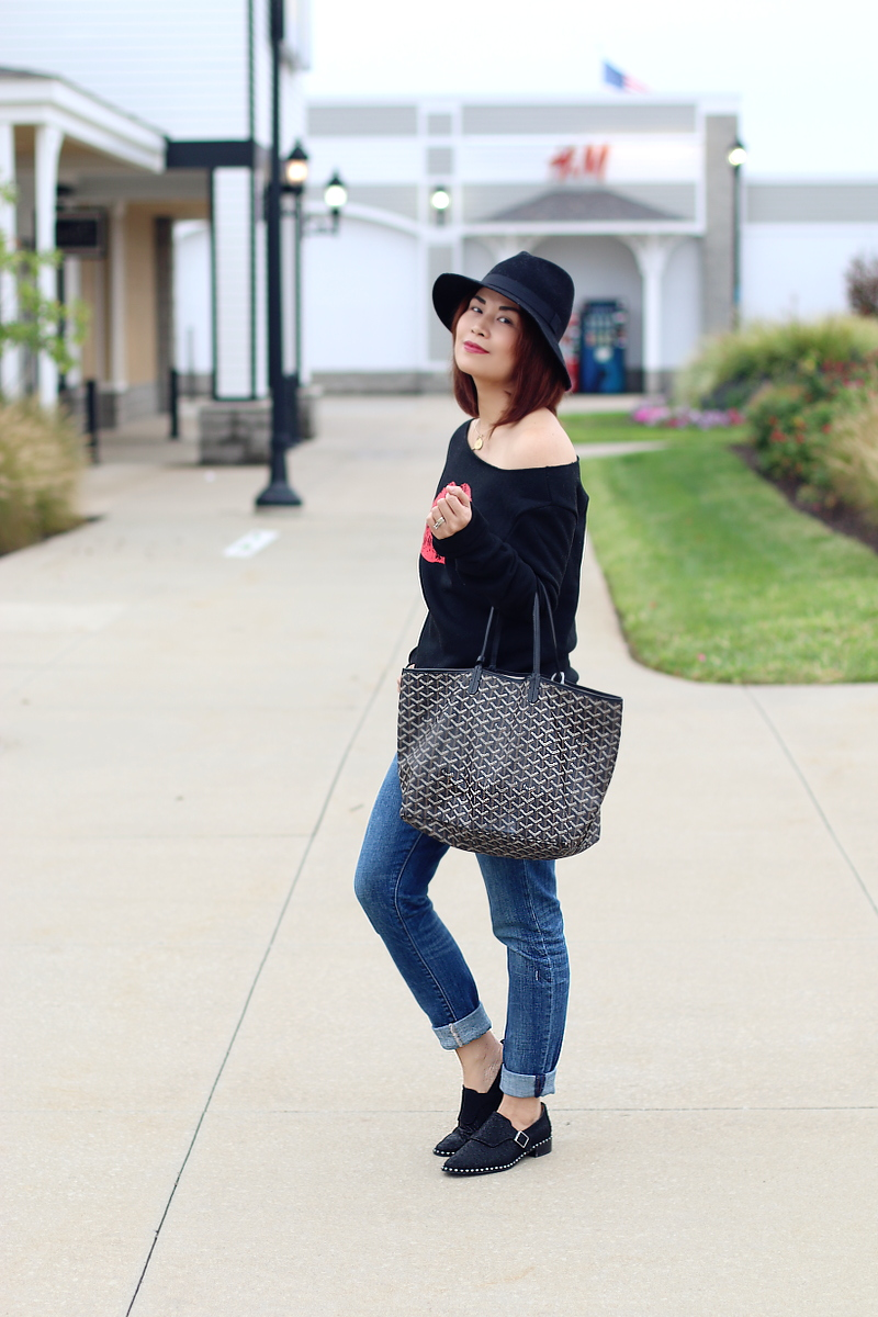 kiss-lips-sweater-rosewholesale-jeans-studded-flats-goyard-6