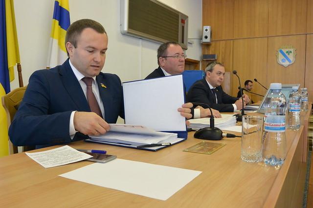 Драганчук розповів, що передавав Муляренку під столом