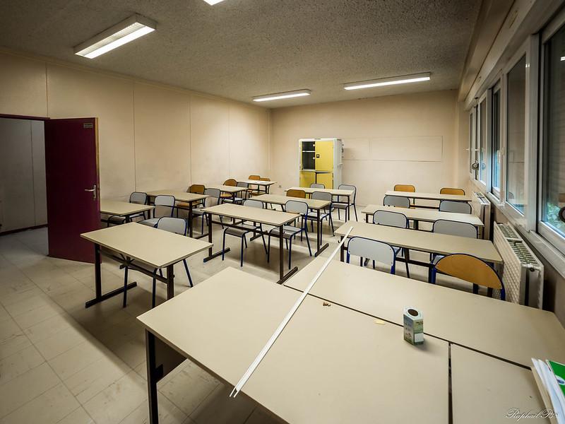 [urbex] le collège principal 31378797235_561373913f_c