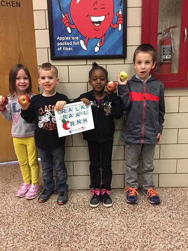 Students participate in the Great Lakes Great Apple Crunch