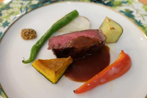 Carne 低温でミディアムに仕上げる牛フィレ肉 旬の窯焼き野菜と赤ワインソースとともに Ristorante Venire Venire 14