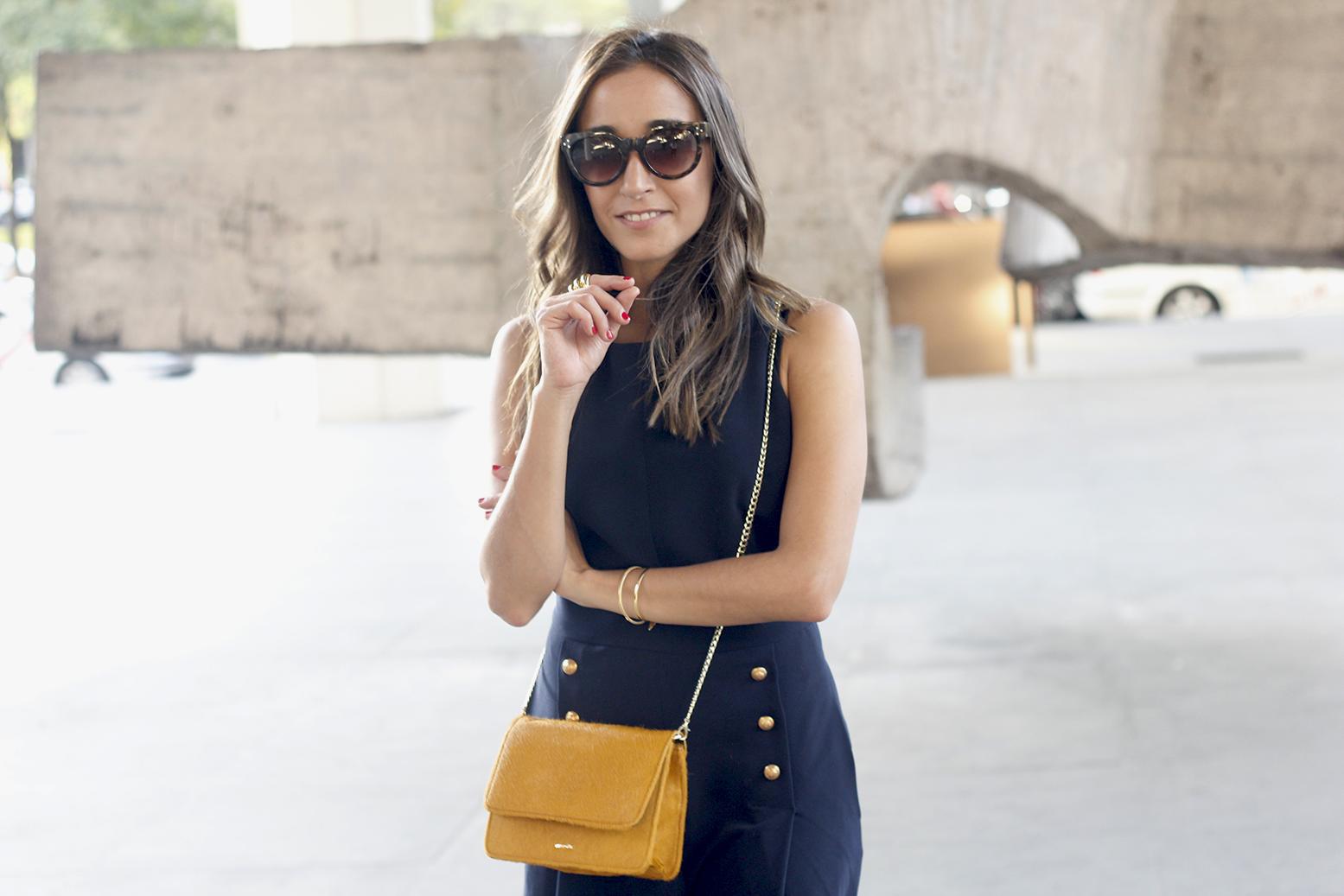 blue jumpsuit with goldden buttons mustard bag uterqüe nude heels12