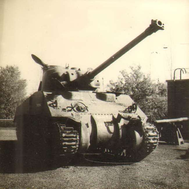 M4-Sherman-with-AMX-13-gun-indian-1965-q-pag-1