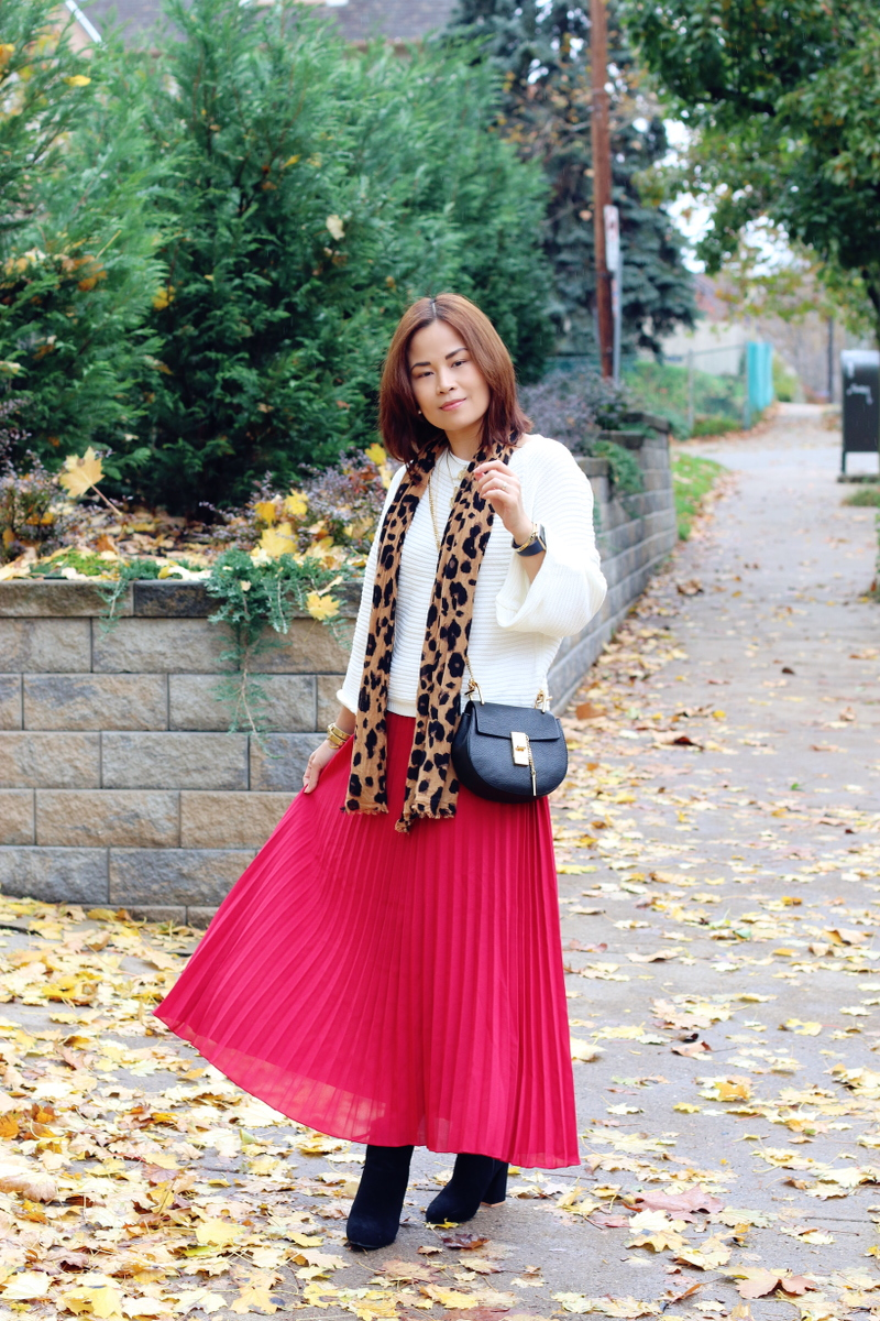 red-pleated-skirt-white-sweater-leopard-scarf-9
