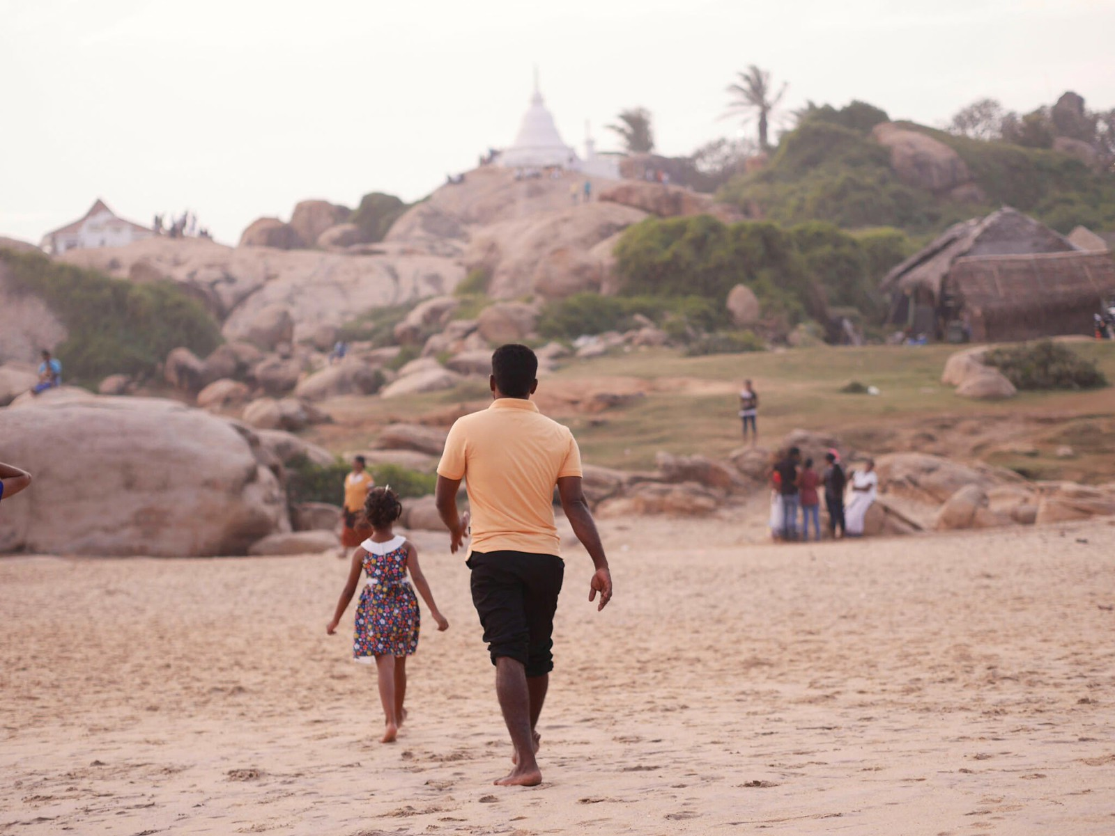 Follow me, Daddy! (Kirinda, Sri Lanka)