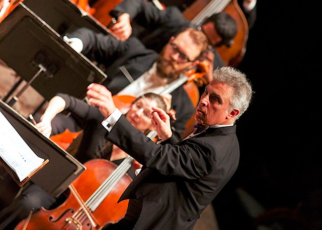 David Lockington conducts GR Symphony