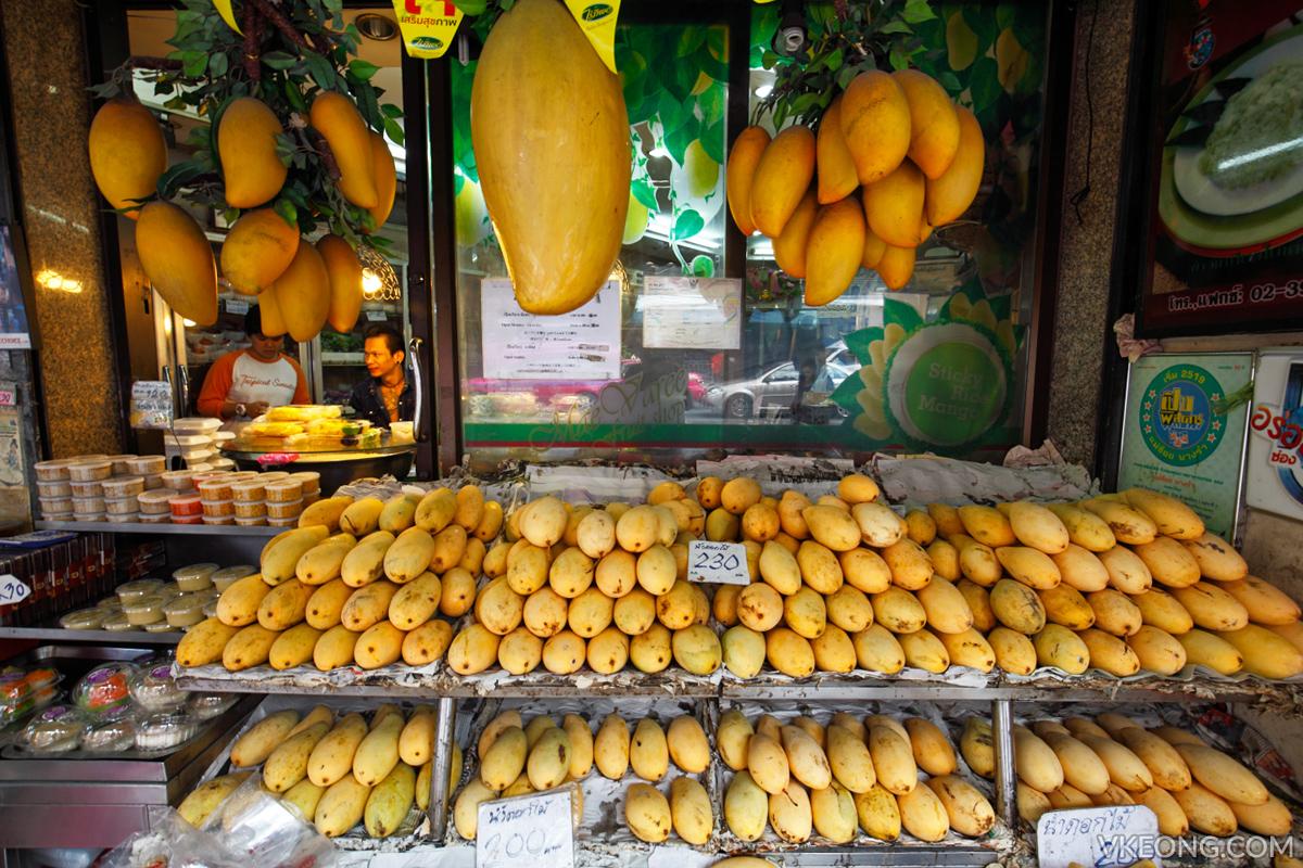 Mae Varee Fruit Shop Giant Mangoes