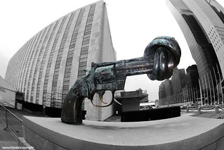 New York - Twisted Gun Statue, at the United Nations building | by JanvanSchijndel