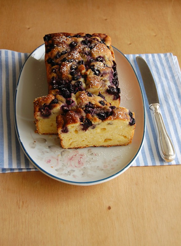 Cream cheese and blueberry cake / Bolo de cream cheese e mirtilo