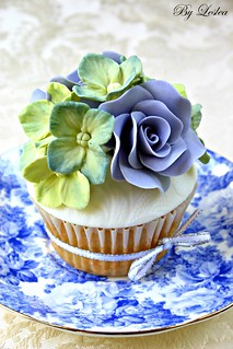 Hydrangea cupcake with blue roses | by Leslea Matsis Cakes