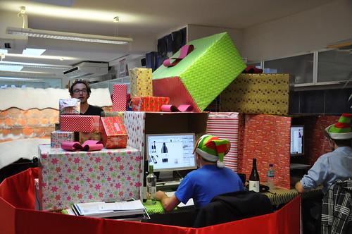 Design Bridge Christmas desk decoration competition