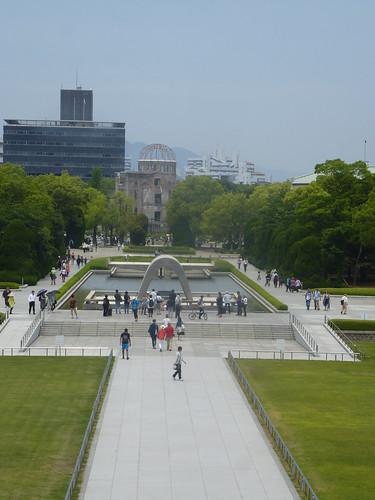jp16-hiroshima-1945-Vue du parc (1)