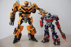 [Revoltech] Sci-Fi #030 Optimus Prime X HA BumbleBee