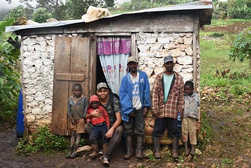 Yo solo soy uno Más- - Haití, Chapottin, dam Memwa, binasyonal mache. Medam lavil frè.  (2)