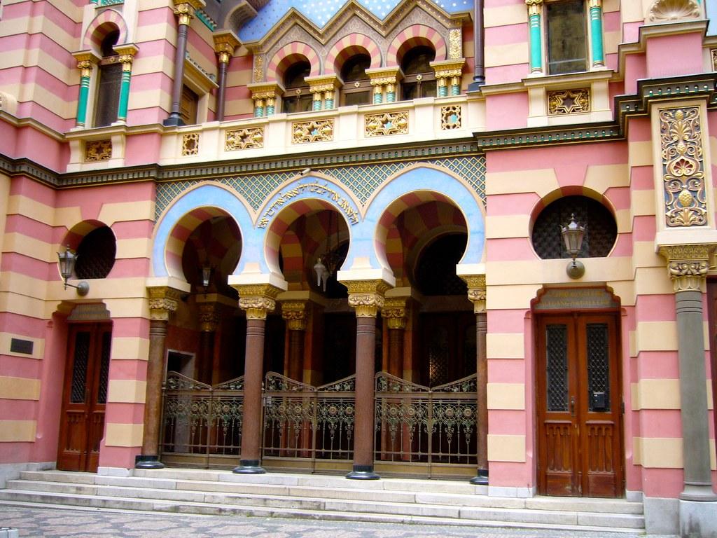 Une des nombreuses synagogues de Prague et l'une des plus coloré aussi.