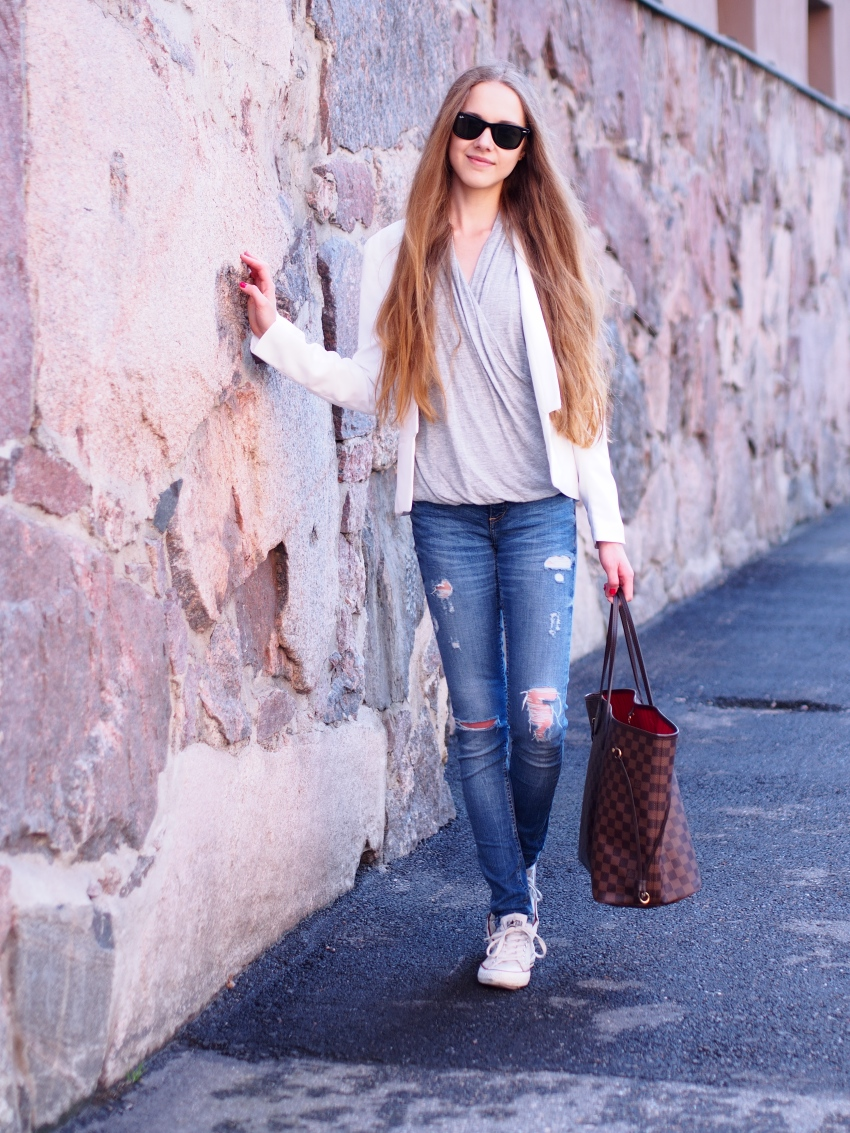 studying in university, summer styling with white blazer with distressed jeans