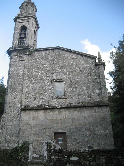 Monasterio de Toxosoutos en Lousame