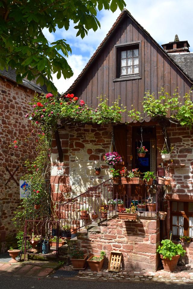Houses in Collognes-la-Rouge | www.rachelphipps.com @rachelphipps