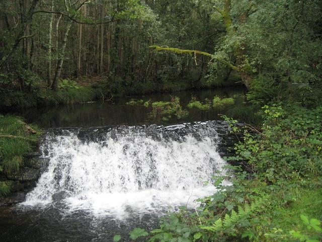 Pequeña cascada en la Ruta dos ríos de Vilacoba e San Xusto