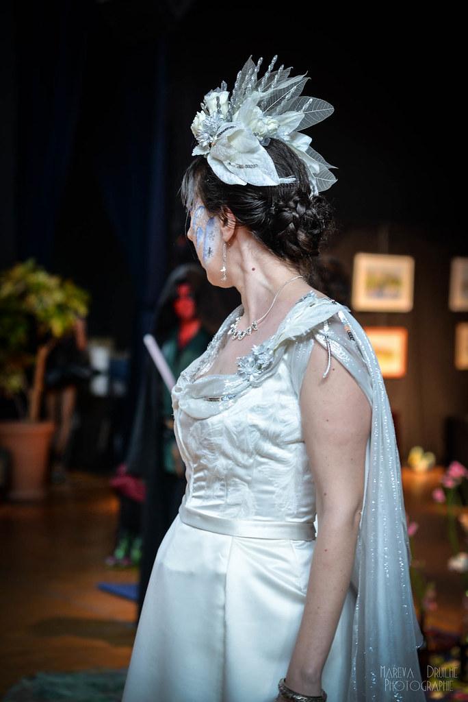 Robe de mariée blanc et argent, détail