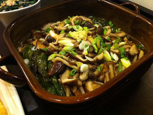 Deep-fried tofu with mushroom sauce