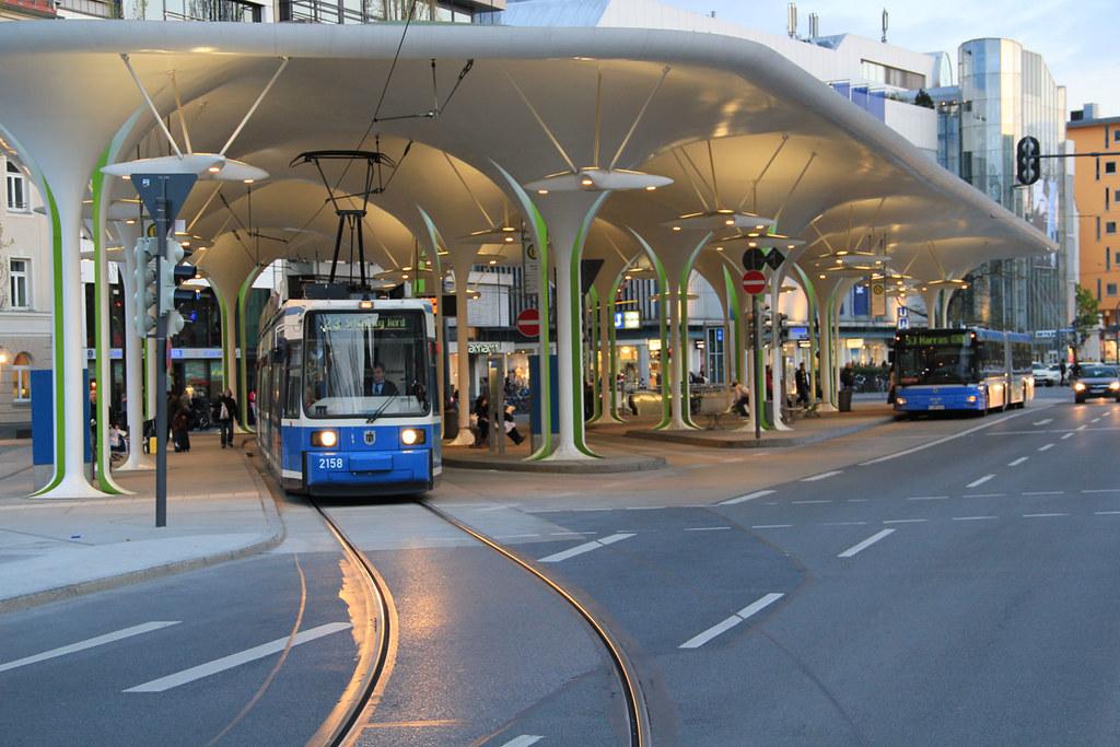 Münchner freiheid bus / tram station