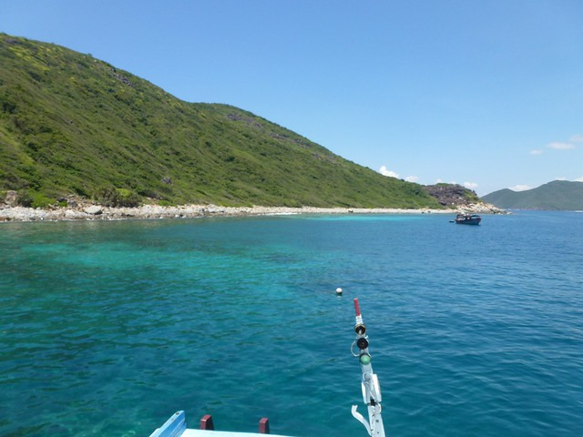 The first snorkelling point on the trip from Nha Trang