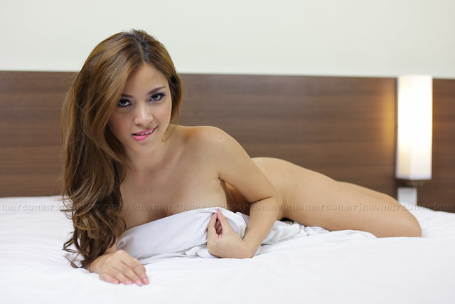 Foto Topless Hot Terbaru Nathalie