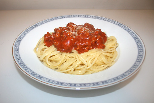 Spaghetti with meatball tomato sauce / Spaghetti mit Hackfleisch-Tomatensauce