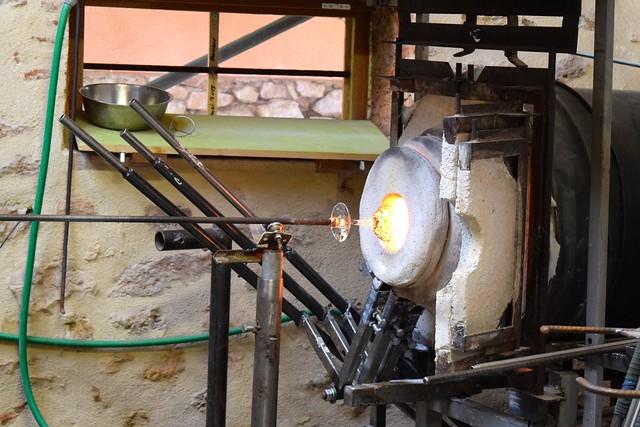 Glass Firing in Terrasson, Aquitane | www.rachelphipps.com @rachelphipps