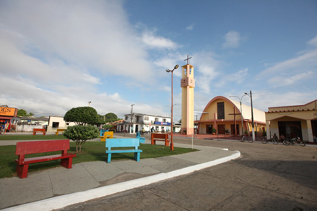Governador do Pará entrega títulos de terra em Juruti e obras em Terra Santa