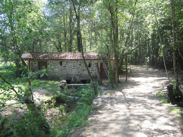 Sendero y Molino en el PR-G 170 Ruta da Pedra e da Auga