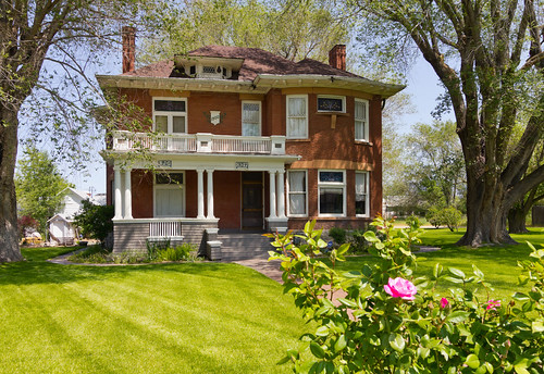 Historic brick victorian house this victorian style for Brick victorian house