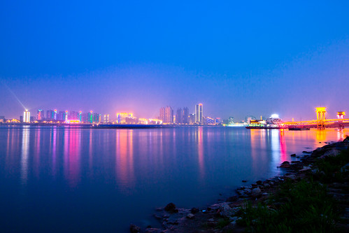 Yangtze River Bank at Dusk 長江江灘向晚 | by olvwu | 莫方