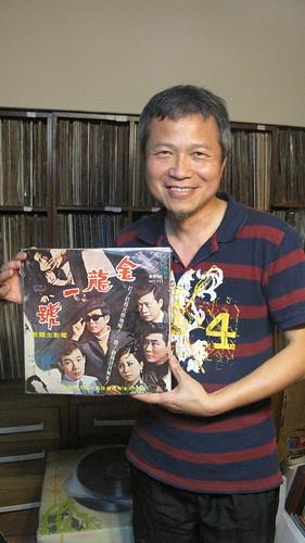 本土唱片收藏家陳明章蒐集的黑膠唱片年代橫跨一甲子,更包含為數不少的國台語電影主題曲唱片。