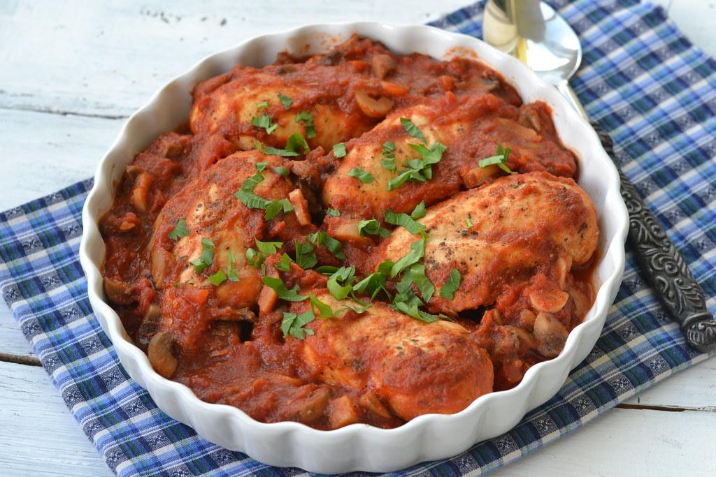 pui cu ciuperci in sos de rosii (1)