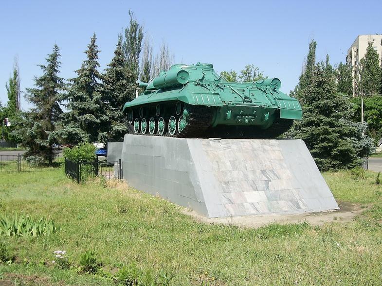 танк памятник