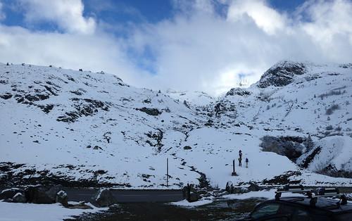 Depuis la voiture, Départ skis aux pieds dans la neige fraîche