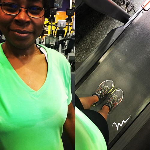 Hot in the #gym today which made my 3 mile walk a little harder. I cranked up the incline and went for a walk. A great way to start off the weekend. What are your weekend plans? #fitfluential #ffcheckin #sweatpink #cardio #webeatfat #weightloss #weightlos