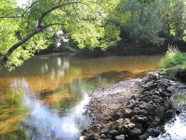 Río Tambre de la ruta del Tambre en Sigüeiro