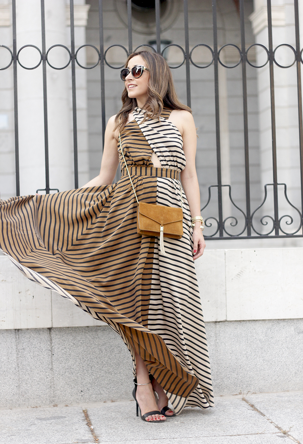 Maxi Striped Dress summer outfit sunnies uterqüe black sandals style fashion06