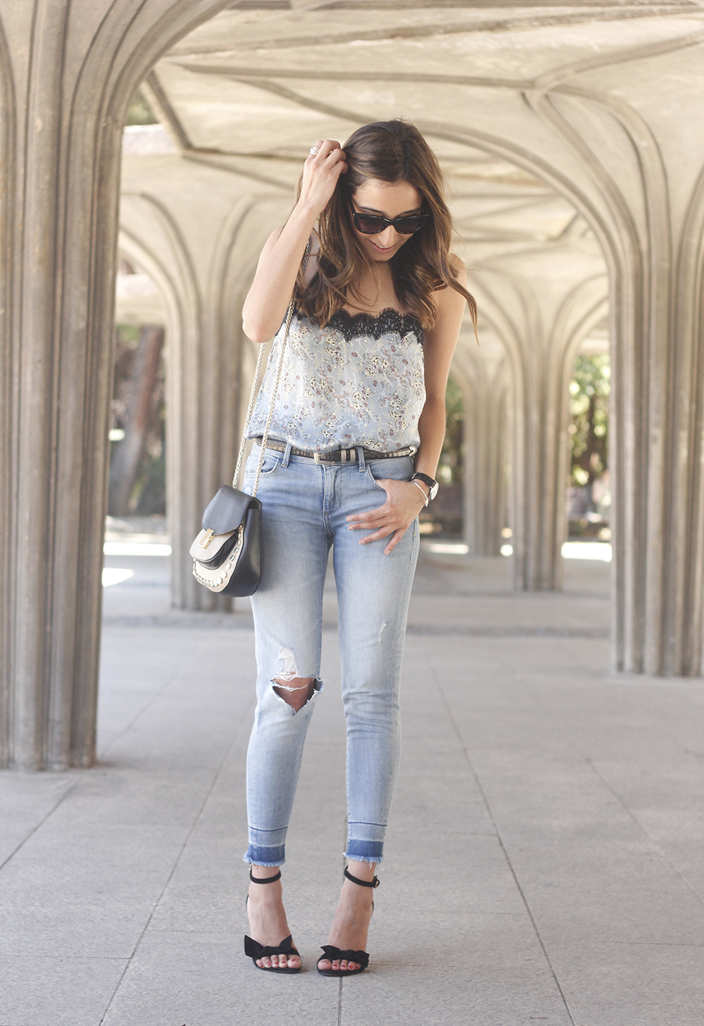 Lace top with skinny jeans heels summer outfit fashion style accesories17