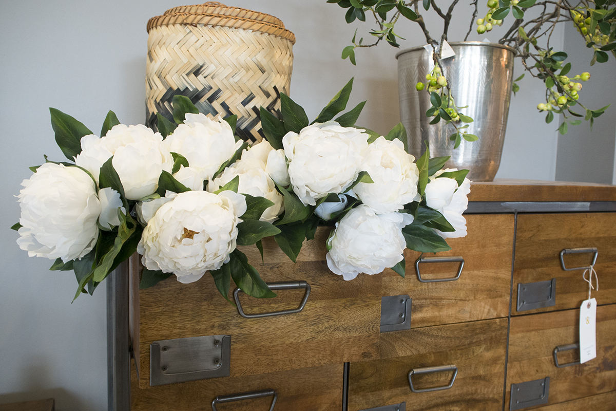 white-flowers-oak-drawers