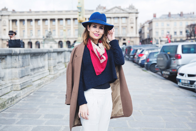 WHITE_TROUSERS-HAT-SCARF-BLUE-CAMEL_COAT-PFW-STREET_STYLE-39