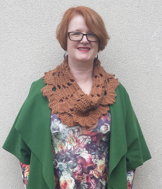 Amber Wintergreen Cowl with Queen Bee Dress